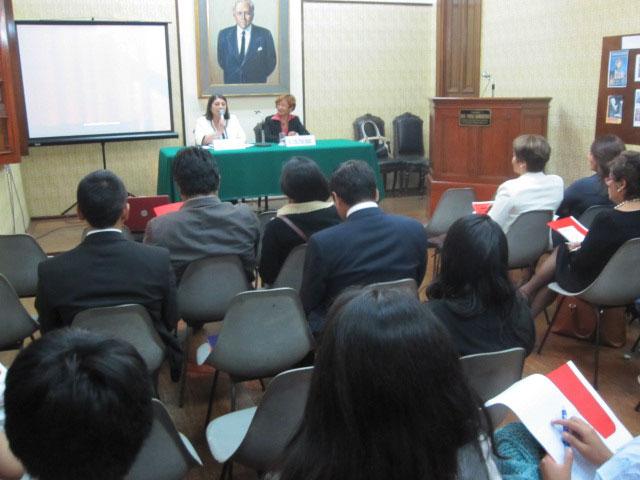 Presidente de la Asociaciòn Iteramericana AIC durante su disertación Actualidad del ceremonial en América Latina
